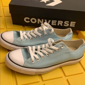 Chuck Taylor Women's 11 Men's 9 Light Blue BNWT